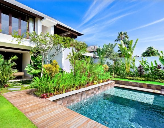 Are you looking for a wallet friendly option to upgrade your pool this summer? Here's how to plant a poolside garden to elevate your backyard